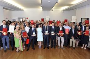 Foto di Gruppo con il Sindaco Sala  e l assessore Tajani durante la  cerimonia di premiazione delle nuove Botteghe Storiche milanesi